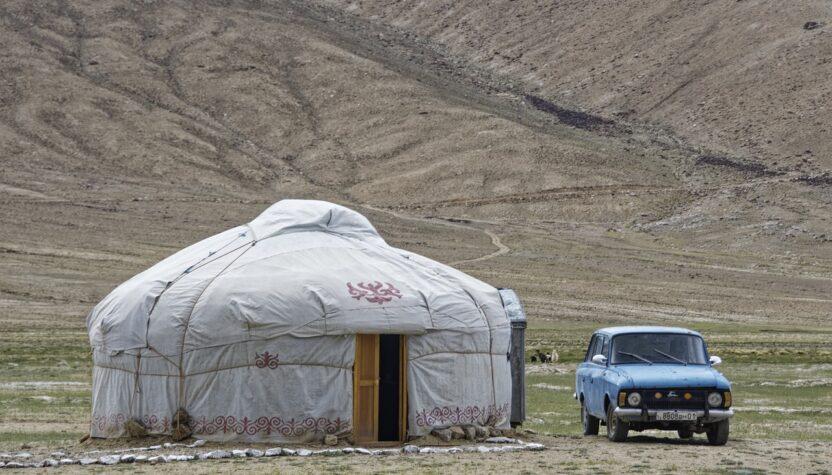 Yurt Nature Landscape Loneliness  - Makalu / Pixabay